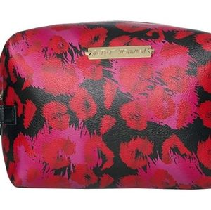 Nwt - Betsey Johnson pink loaf Cosmetic Bag